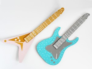 DIY Cardboard Electric Guitar by La maison de Loulou