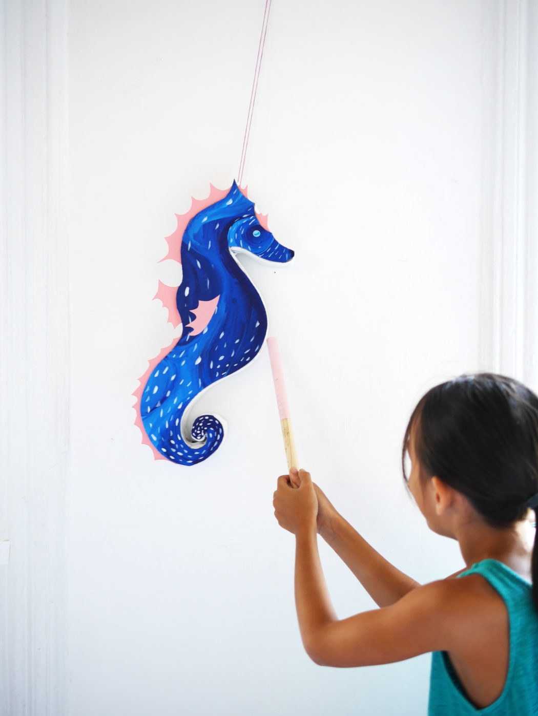 diy seahorse pinata by la maison de loulou. Black Bedroom Furniture Sets. Home Design Ideas